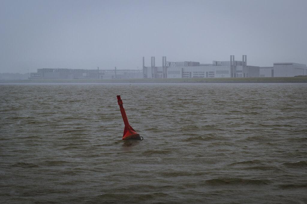 Blick auf Airbus und Finkenwerder an der Elbe