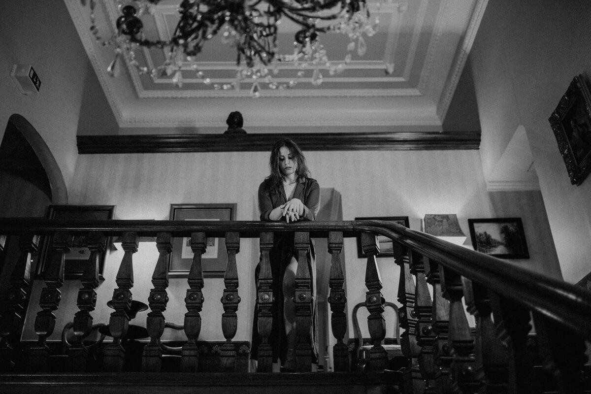 Die Empor im Hotel Garni Mittelweg bei einem entspannten Porträt Shooting