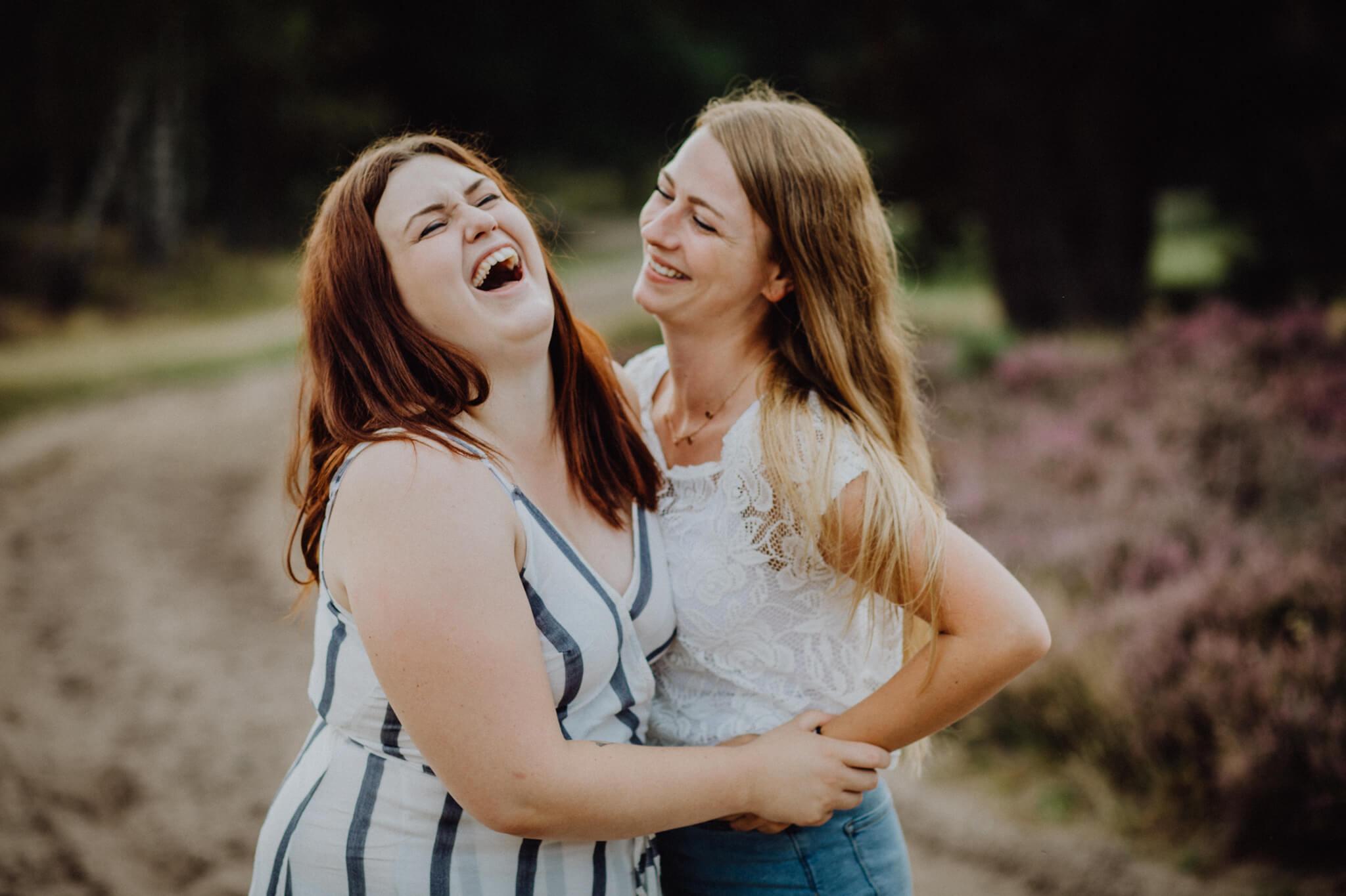Individuelles Freundinnenshooting in der Heide